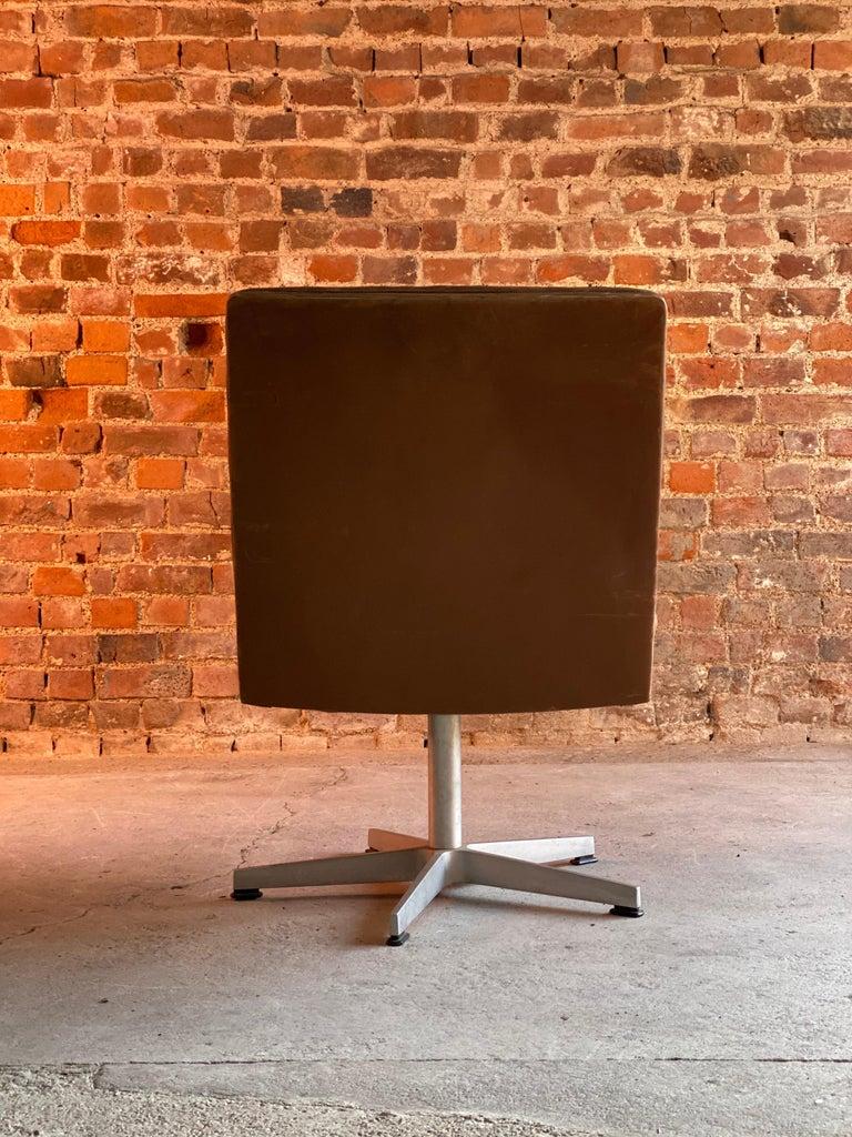 Swiss De Sede DS 35 Executive Swivel Desk Chair, Switzerland, circa 1960 For Sale