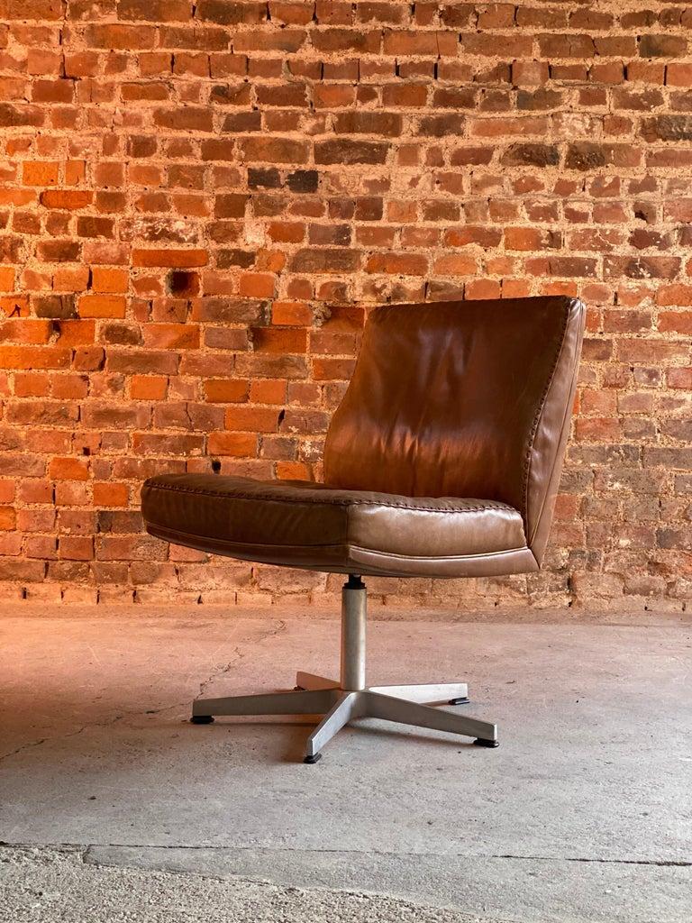 De Sede DS 35 Executive Swivel Desk Chair, Switzerland, circa 1960 In Good Condition For Sale In Longdon, Tewkesbury