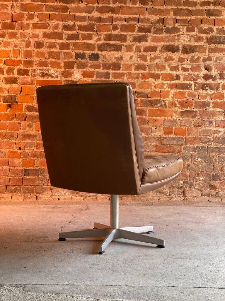 Mid-20th Century De Sede DS 35 Executive Swivel Desk Chair, Switzerland, circa 1960 For Sale