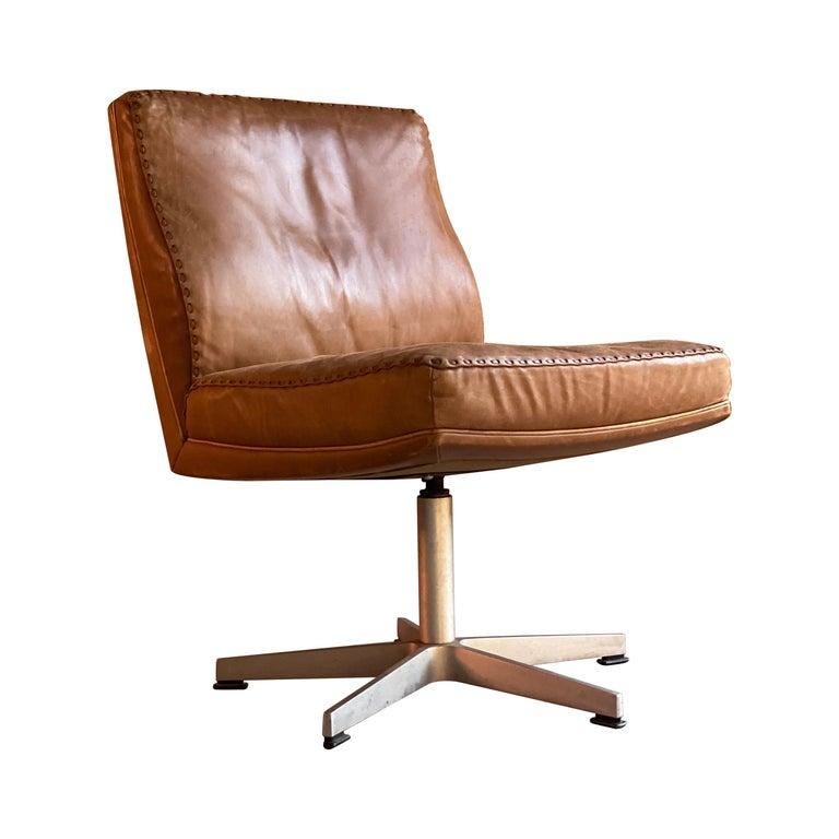 De Sede DS 35 Executive Swivel Desk Chair, Switzerland, circa 1960 For Sale