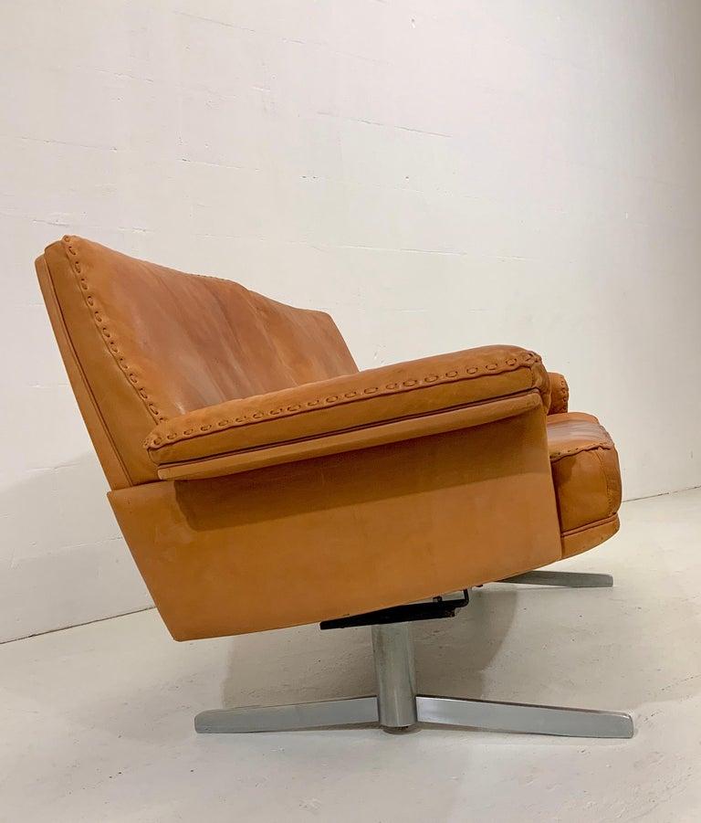 Swiss De Sede DS-35 Two-Seat Sofa Loveseat in Cognac Brown Leather, Switzerland, 1960s For Sale