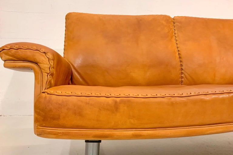 De Sede DS-35 Two-Seat Sofa Loveseat in Cognac Brown Leather, Switzerland, 1960s For Sale 1