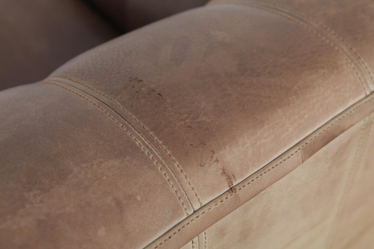 De Sede DS 44 2-Seat Sofa in Buffalo Leather, Switzerland, 1970s In Good Condition For Sale In North Hollywood, CA