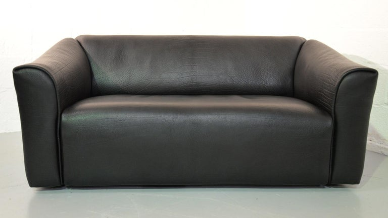 Discounted airfreight for our US and International customers (from 2 weeks door to door)  We are delighted to bring to a de Sede DS 47 designer leather sofa in thick black neck leather. Handmade by de Sede craftsman in Switzerland with the highest