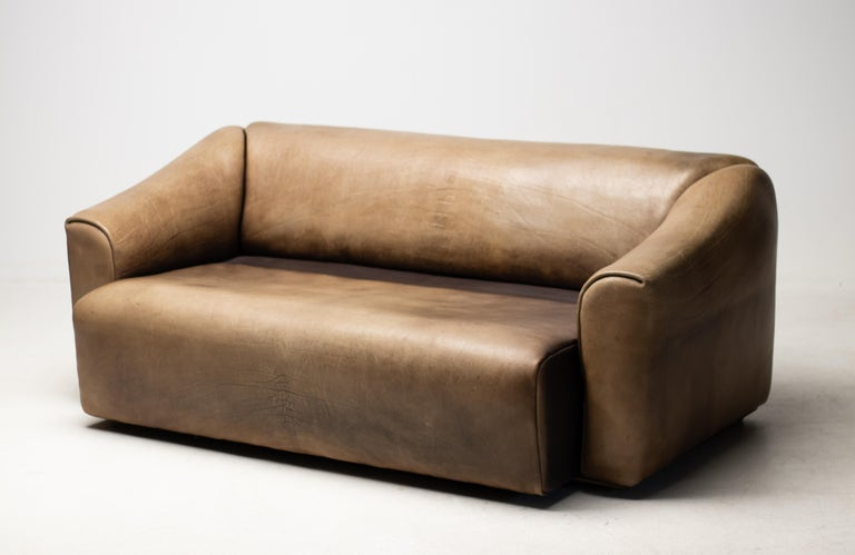 Very comfortable De Sede, DS-47 sofa in buffalo leather, Switzerland, 1970s.  The design is basic, yet very modern. The seat is extendable for more comfort. The thick leather is laid in one piece, from the outside working inwards. The high quality