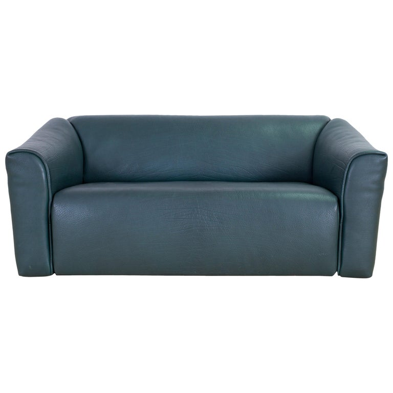 Petrol blue green sofa, DS 47, De Sede, Switzerland 1980s  Luxury leather design Classic and the largest DS 47 model in mint condition, and a post-modern color We have two pieces available. Measures: D 89 - 106 cm x H 72 cm x W 181 cm.