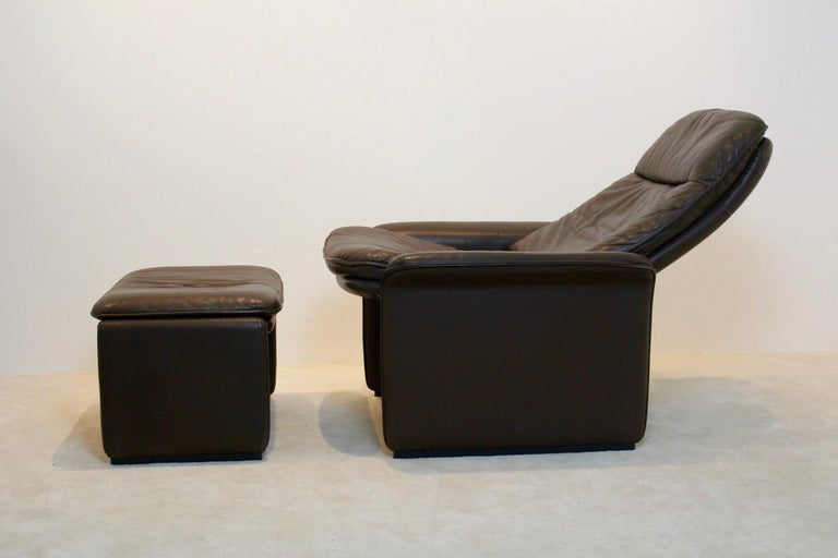De Sede DS-50 Adjustable Lounge Chair and Ottoman in Soft Thick Chocolate Brown For Sale 3