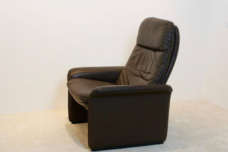 De Sede DS-50 Adjustable Lounge Chair and Ottoman in Soft Thick Chocolate Brown For Sale 4