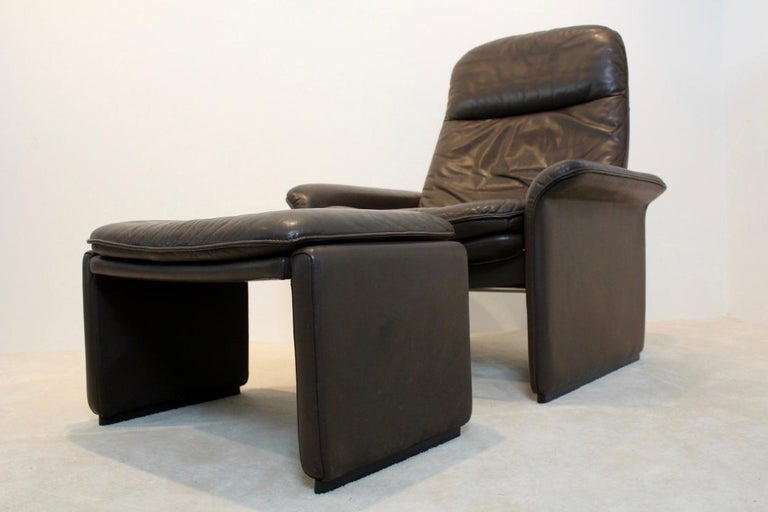 Mid-Century Modern De Sede DS-50 Adjustable Lounge Chair and Ottoman in Soft Thick Chocolate Brown For Sale