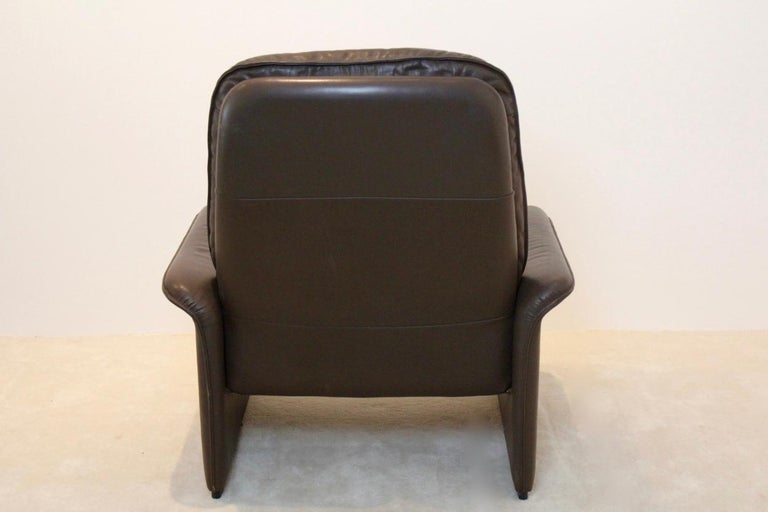 Swiss De Sede DS-50 Adjustable Lounge Chair and Ottoman in Soft Thick Chocolate Brown For Sale