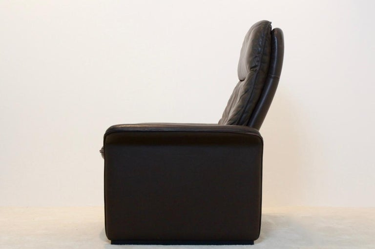 De Sede DS-50 Adjustable Lounge Chair and Ottoman in Soft Thick Chocolate Brown In Good Condition For Sale In Voorburg, NL