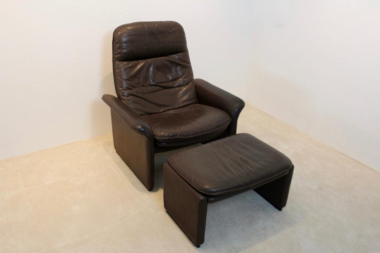 De Sede DS-50 Adjustable Lounge Chair and Ottoman in Soft Thick Chocolate Brown For Sale 1