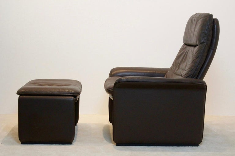 De Sede DS-50 Adjustable Lounge Chair and Ottoman in Soft Thick Chocolate Brown For Sale 2