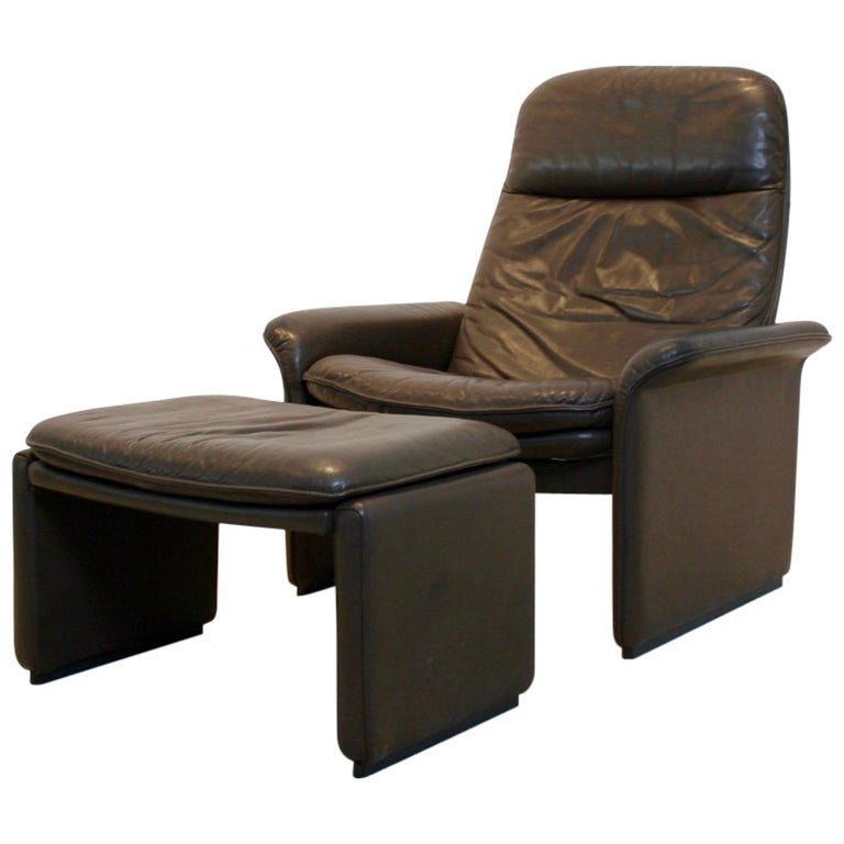 De Sede DS-50 Adjustable Lounge Chair and Ottoman in Soft Thick Chocolate Brown For Sale