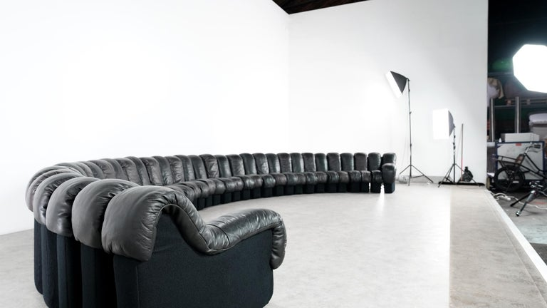 Probably the world's largest legendary De Sede sofa ever - the De Sede DS 600 in black and darkbrown leather.  Design by Ueli bergere, Eleonore Peduzzi-Riva, Heinz Ulrich, Klaus Vogt in 1972.   The sofa comes from the Munich residence of an art