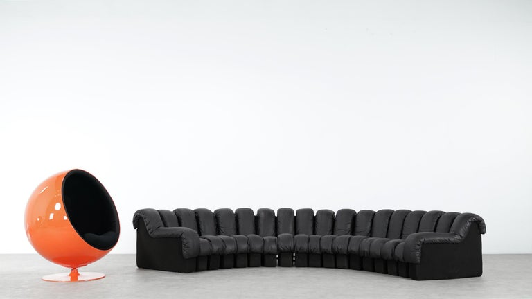 De Sede DS 600. Design by Ueli Berger, Eleonore Peduzzi-Riva, Heinz Ulrich, Klaus Vogt, 1972.  Absolutely stunning and modulable endless high class leather sofa. 18 elements in brown / black leather! Good vintage condition. With nice