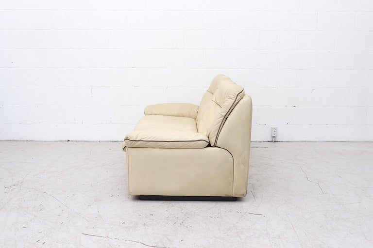 Late 20th Century De Sede DS 66 Cream Leather Loveseat For Sale
