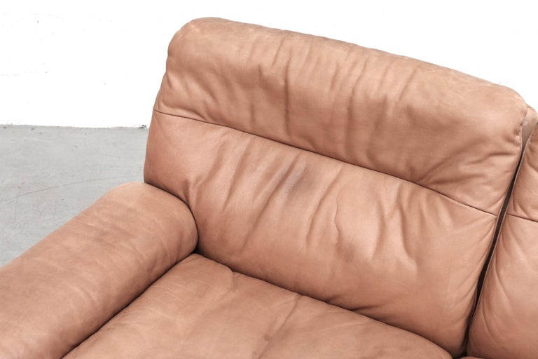 De Sede DS 66 Natural Leather Loveseat In Good Condition For Sale In Los Angeles, CA