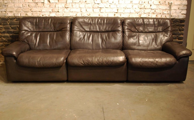 A beautiful leather De Sede DS-66 sofa set by Swiss furniture design company De Sede.  A three-seat sofa and two lounge chairs. The set was made in the 1970s and a very soft chocolate brown leather was used for this seating arrangement. The