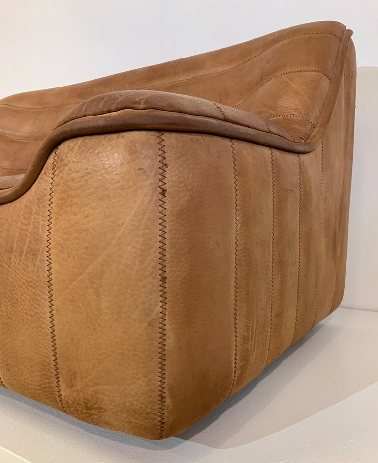 De Sede DS-84 Vintage Thick Buffalo Neck 2-Seat Leather Loveseat Sofa, 1970s In Good Condition For Sale In Hamburg, DE