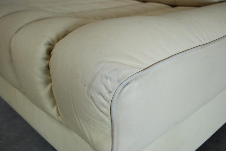 Late 20th Century De Sede DS 85 Natural  Daybed Leather Sofa Ecru Crème White For Sale