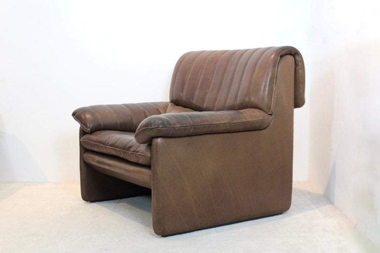 Premium quality De Sede DS-86 midcentury lounge chair in thick buffalo leather. The fine cognac brown leather is in original and Superb condition with amazingly beautiful patina. Manufactured in the 1970s in Switzerland on a heavy frame of solid