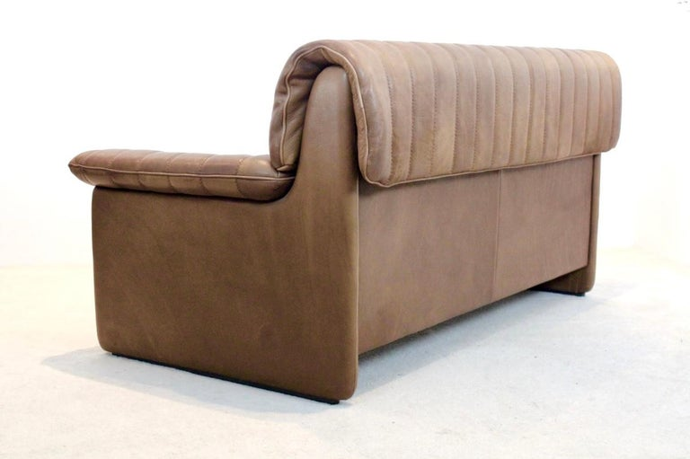 Premium quality De Sede DS-86 midcentury two-seat sofa in thick buffalo leather. The Fine cognac brown leather is in original and Superb condition with amazingly beautiful patina. Manufactured in the '70's in Switzerland on a heavy frame of solid