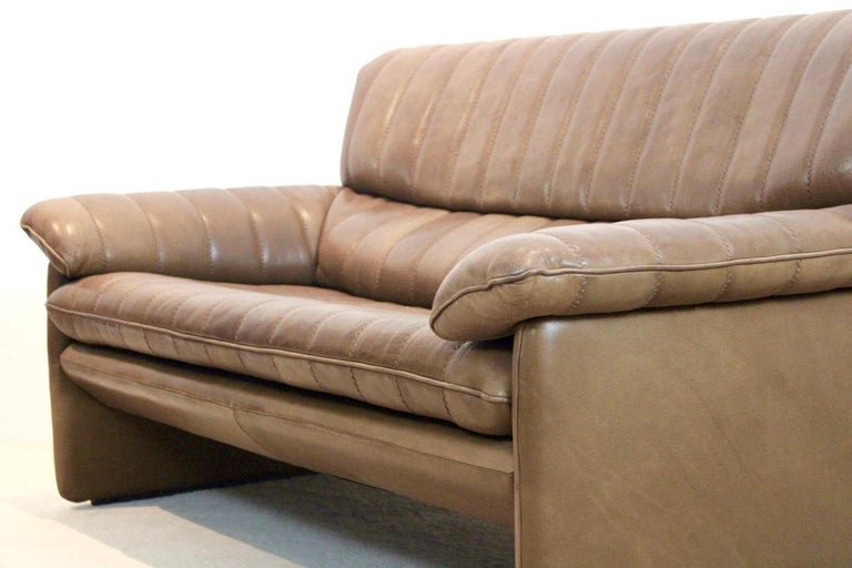 Swiss De Sede DS-86 Two-Seat Sofa in Soft Thick Brown Neck Leather For Sale