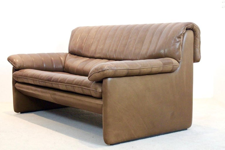 De Sede DS-86 Two-Seat Sofa in Soft Thick Brown Neck Leather For Sale 3