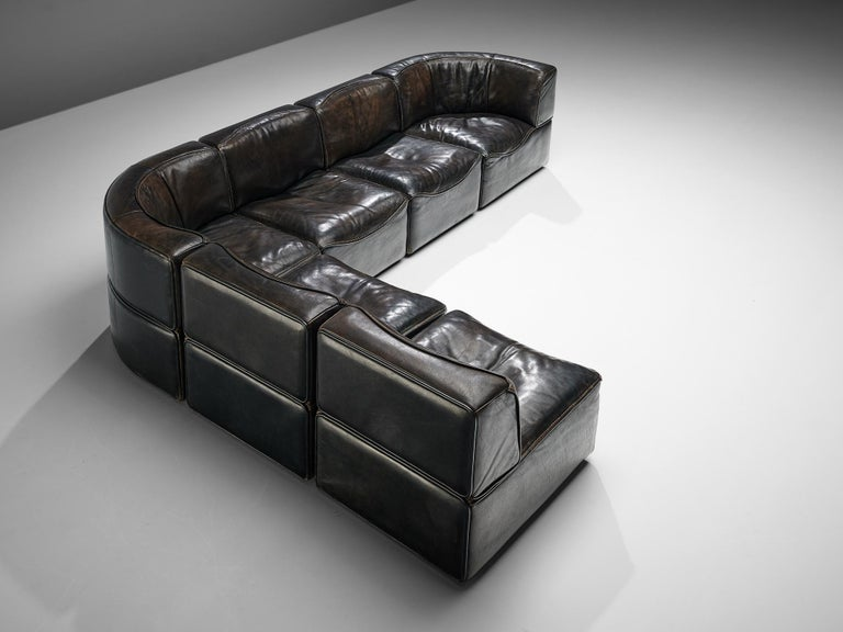 De Sede, sectional sofa model DS-15, brown leather, Switzerland, 1970s.  This high quality sectional sofa designed by De Sede in the 1970s contains out of two corner elements and four normal elements, which makes it possible to arrange this sofa to