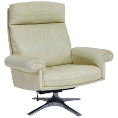 De Sede DS31 Off-White Leather Executive Swivel Lounge Armchair with Tilt, 1970s