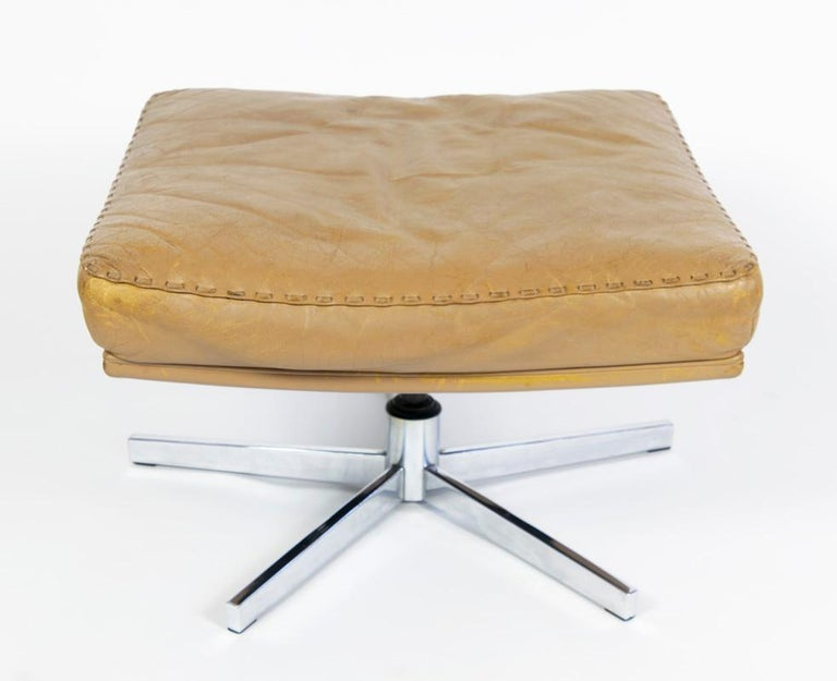 Great leather ottoman foot stool DS 35 De Sede Switzerland. Measures: 50 x 50, 35cm high.