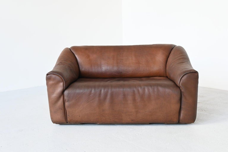 Very comfortable DS47 two-seat sofa designed and manufactured by De Sede, Switzerland 1970. The sofa is made of high quality brown buffalo leather. De Sede is known for its supreme quality leather and comfort seating. The sofa has the incredible