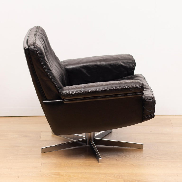 Mid-Century Modern De Sede DS53 Leather Swivel Chair For Sale