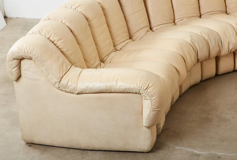 De Sede DS600 24 Piece Non-Stop Leather Sectional Snake Sofa In Good Condition For Sale In Oakland, CA