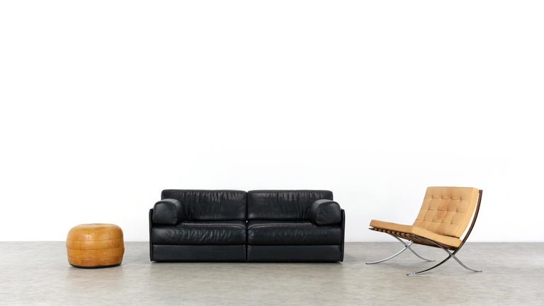 De Sede DS76, sofa & daybed in black leather, 1972 by De Sede Design Team Swiss  The DS-76 Sofa was launched as early as 1972, when it was considered revolutionary, no sofa bed could manage with a simpler mechanism: in a few simple steps, the