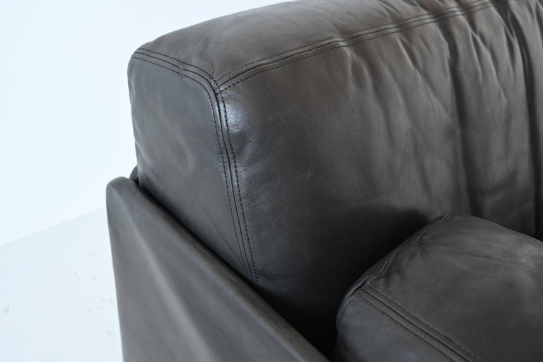 De Sede DS76 Two-Seat Sofa Black Leather, Switzerland, 1970 7