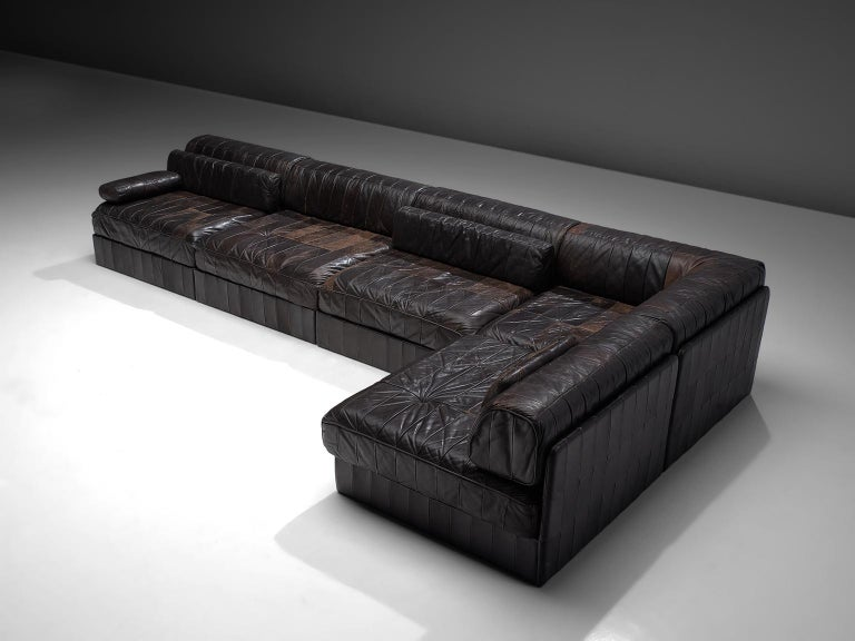 De Sede, sofa, DS 88, dark brown patinated leather, 1970s.   This comfortable leather sofa is manufactured by De Sede in Switzerland. Sectional sofa by the Swiss quality manufacturer De Sede. This sofa consists of five elements. The cushions are