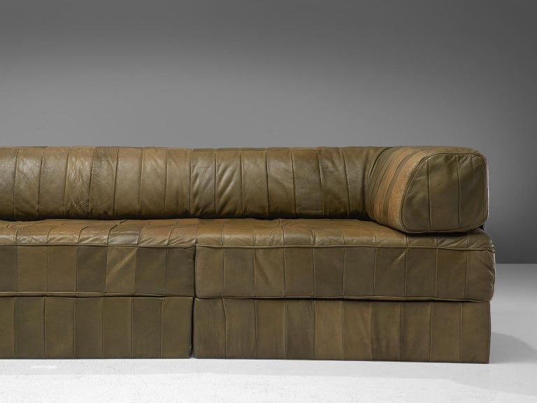 Swiss De Sede 'DS88' Sectional Sofa in Olive Green Leather For Sale