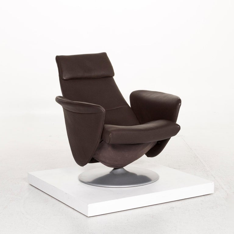 We bring to you a de Sede leather armchair brown dark brown function relax function relax armchair.      Product measurements in centimeters:    Depth 79 Width 81 Height 107 Seat-height 43 Rest-height 60 Seat-depth 52 Seat-width