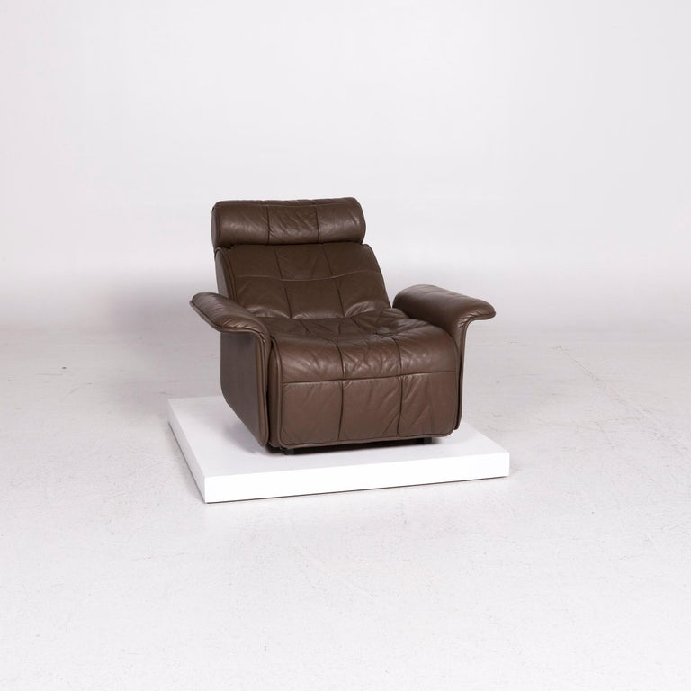 We bring to you a De Sede leather armchair brown electric function relax function.    Product measurements in centimeters:    Depth 91 Width 96 Height 90 Seat-height 38 Rest-height 46 Seat-depth 58 Seat-width 60 Back-height 55.