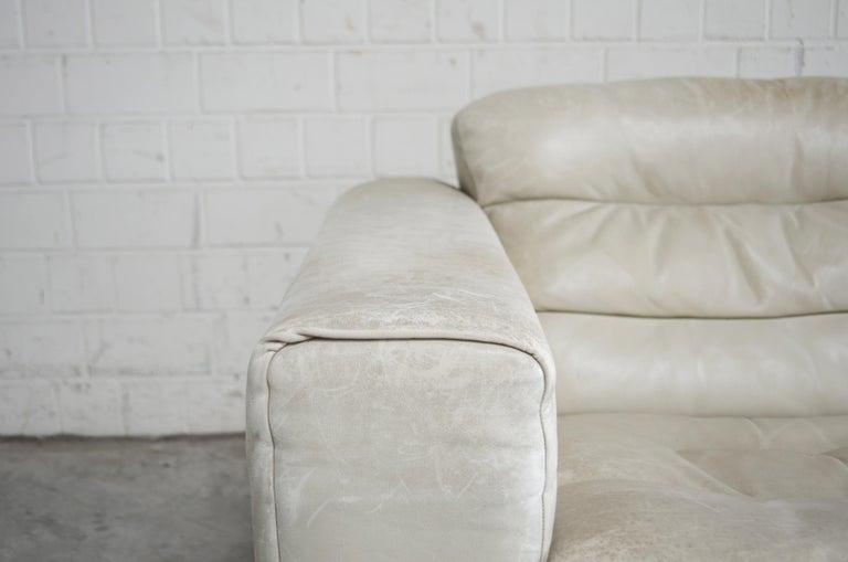 De Sede Leather Sofa DS 105 Ecru White In Good Condition For Sale In Munich, Bavaria