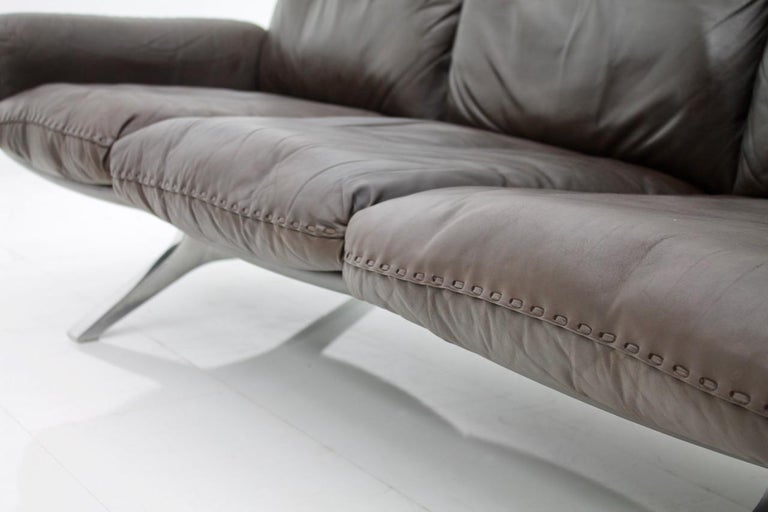 Mid-Century Modern De Sede Leather Sofa DS 31 with Chrome Base, Switzerland, 1970s