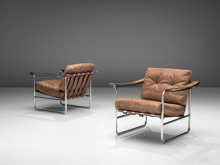Hans Eichenberger for De Sede, set of armchairs HE 113, beige to cognac leather, tubular steel, Switzerland, 1956.  This set of Swiss armchairs features a tubular frame with a thick comfortable seat and back cushion. The back of the chairs is