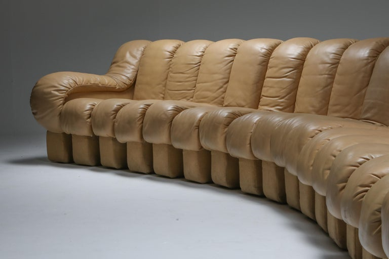 20th Century De Sede 'Snake' DS-600, in Camel Colored Leather, Switzerland, 1972 For Sale