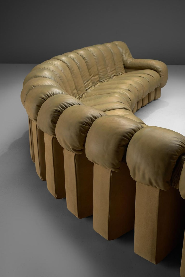 Late 20th Century De Sede 'Snake' DS-600 Non Stop Sofa in Beige Leather and Suede