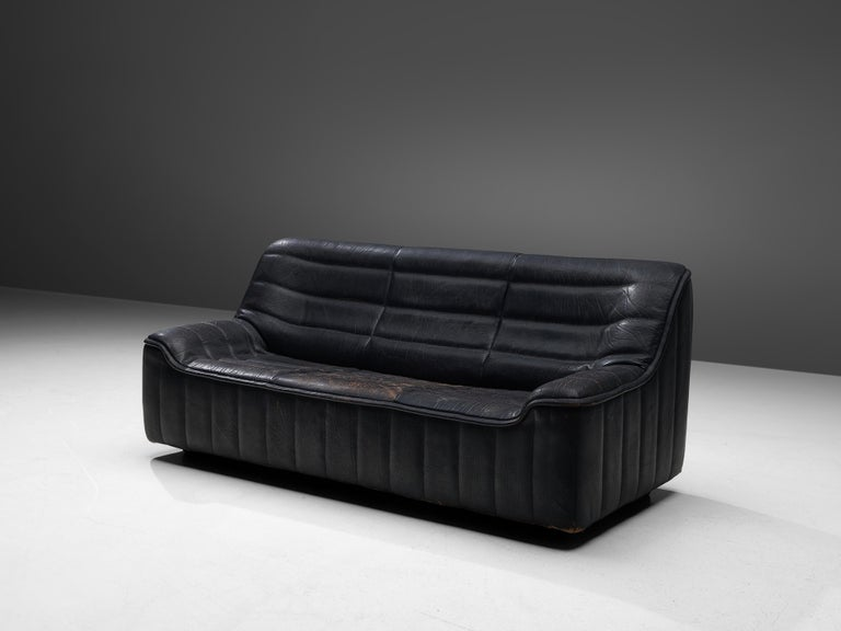 De Sede, 'DS84' sofa, black leather, Switzerland, 1970s  Highly comfortable 'DS84' sofa in black leather by Swiss manufacturer De Sede. The design is simplistic, yet very modern. This model features a solid base with a bulky seat and a high back.