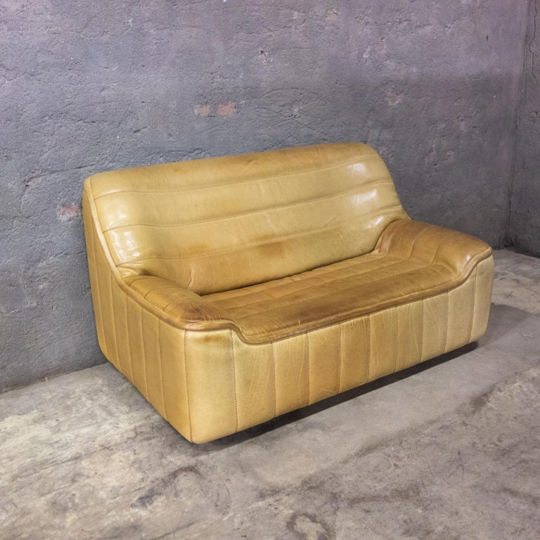 De Sede is made to last. This 2-seat sofa is in very good condition. The leather is all good and has a great patina. It's model DS84, this model gives you a great support in your lower back.