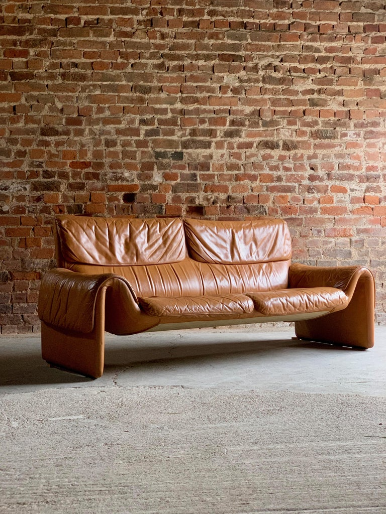 De Sede, Switzerland Cognac Leather Sofa Design No DS2011, circa 1980 For Sale 3