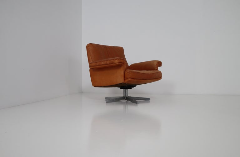 De Sede Swivel Lounge Armchair in Soft Cognac Aniline Leather, Model DS 35 For Sale 1